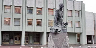 Памятник Брусилову на Шпалерной улице