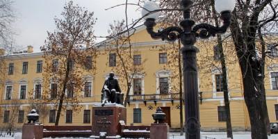 Сквер на Лермонтовском проспекте, памятник Лермонтову