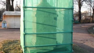 Летний сад, порфировая ваза после демонтажа