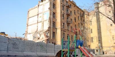 Набережная Робеспьера, 32, снос, демонтаж здания во дворе