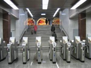 Турникеты на станции метро Парнас