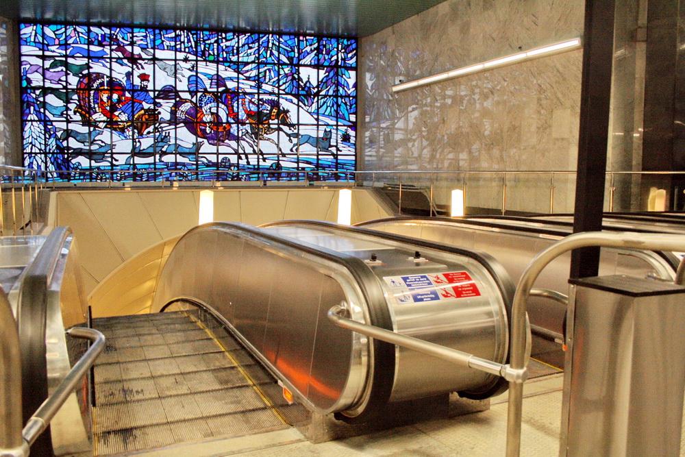 Станция метро Волковская, эскалаторы