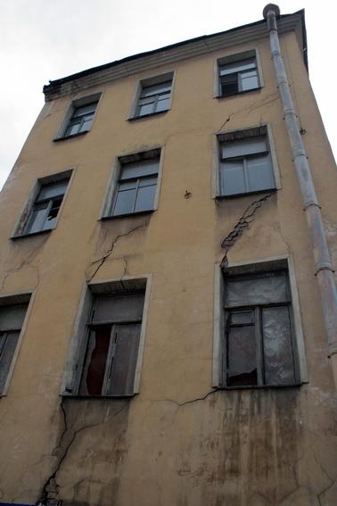 Улица Профессора Ивашенцова, Ивашенцева, 4, аварийное здание, флигель, дом