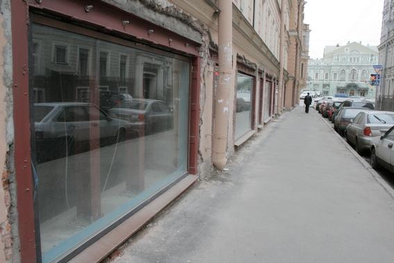 Джамбула, 1, витрины