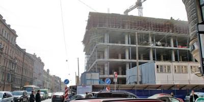 Строительство торгового центра на углу Марата и Стремянной