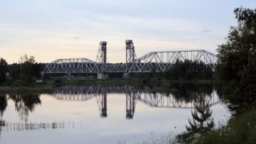 Кузьминский железнодорожный мост через Неву