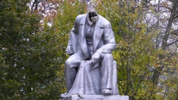 Памятник Ленину без головы в Красном Селе