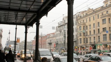Балкон дома Палкина на Невском, 47