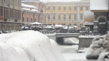 Сброс, сброшенный снег в канал Грибоедова