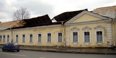 Нижние конюшни в Пушкине, обвалилась кровля