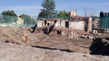 Руины гостиницы Крестовский остров на Депутатской, 34