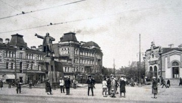 Доходный дом с торговыми помещениями С. П. Петрова на площади Ленина