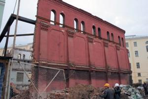 Исторический склад декораций Александринки, две стены