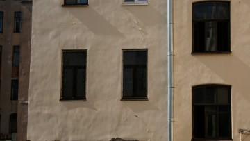 Трещины в доме № 19 по Лахтинской улице