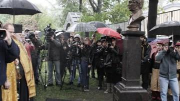 Открытие памятника почетному гражданину Петербурга, меценату Дмитрию Бенардаки в некрополе Александро-Невской лавры