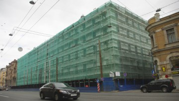Строительство торгово-делового центра у дома Мурузи