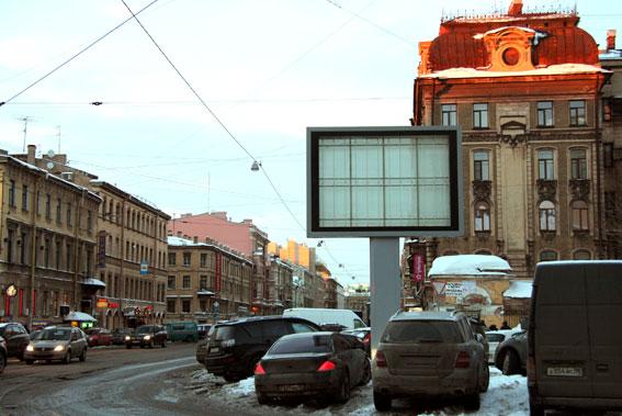 Рекламный щит перед Музеем Арктики и Антарктики, улица Марата