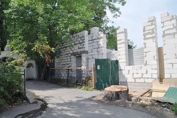 Строительство у Шуваловского кладбища