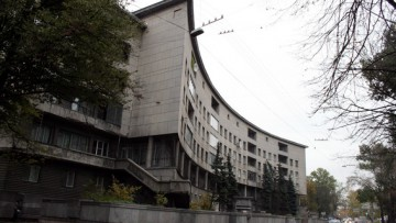 Первый жилой дом Ленсовета на набережной Карповки, 13