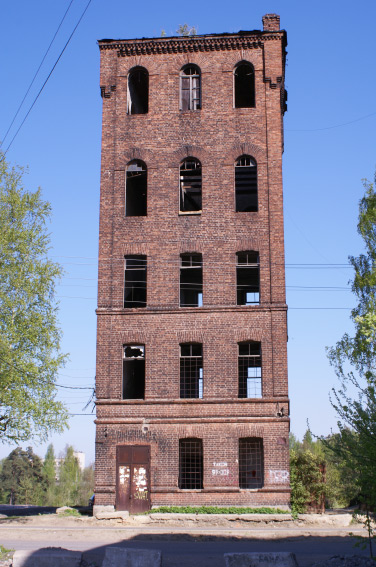 Старинная водонапорная башня в поселке Мурино
