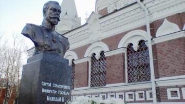 Памятник страстотерпцу Николаю II, в Павловске
