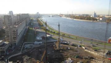 Вид со строящегося комплекса «Платинум» на Свердловской набережной, 54-58