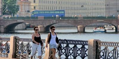 Решетка набережной реки Фонтанки возле Шереметевского дворца