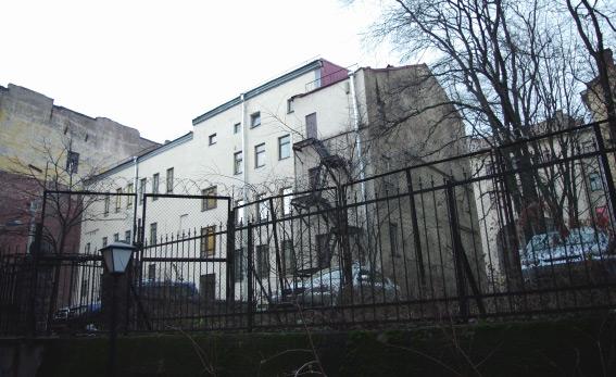 Двор гостиницы Петрикова, вид со стороны Пушкинской улицы, дом 43-45, литера Б