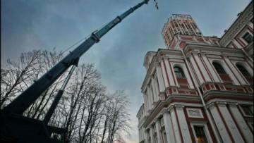 Золотой крест устанавливают на Николаевский дворец
