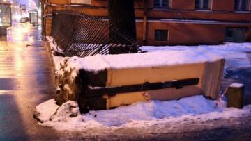 Ограда, решетка на Кадетской линии упала