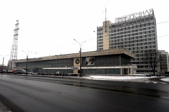 Гостиница Речная, Речной вокзал на проспекте Обуховской Обороны в Петербурге