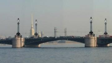 На время реконструкции Дворцовый мост могут скрестить с Серным