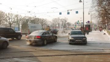 На Кронверкском проспекте из-за аварии останавливались трамваи