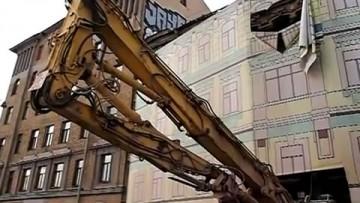 Со двора дома Шагина вывезли тяжелую технику