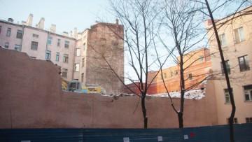 Разрушенная стена Дома Шагина