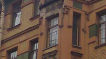 Упавший с дома Круглова фрагмент лепнины убил мужчину