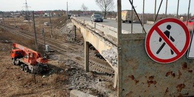 Гореловский путепровод, демонтаж тротуаров