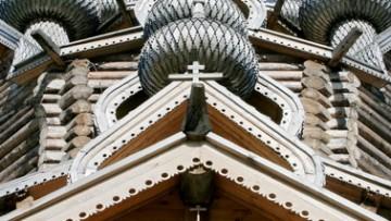 Купола Покровской церкви в Невском лесопарке