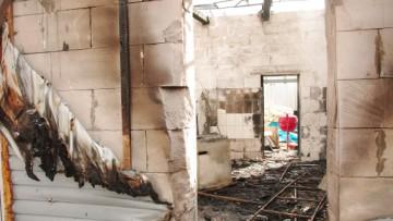 Сгоревший корпус ресторана «Лето» на территории Петропавловской крепости