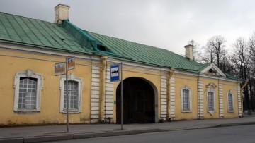 Пушкин, Нижние конюшни на Конюшенной улице, 1, Садовой улице, 18