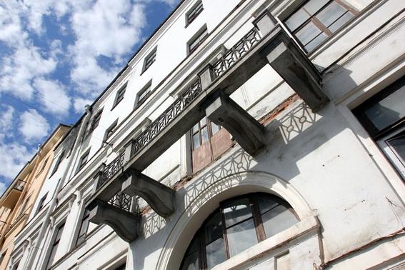 Дом Абазы на набережной реки Фонтанки, 23, балкон
