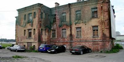 Дом служащих фабрики Варгуниных на Октябрьской набережной, 56, дворовый фасад
