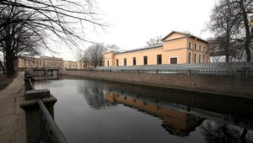 Канал Грибоедова, Никольская площадь, 1б