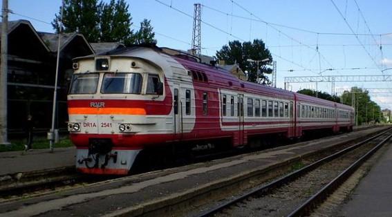 поезд DR1A