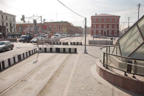 Площадь Труда, старые трамвайные пути
