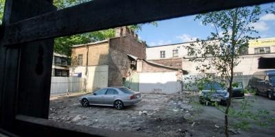 Улица Александра Невского, 10, снесенный флигель за забором