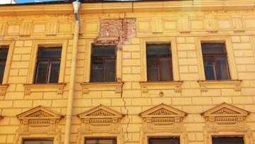 Трещины на соседнем доме из-за строительных работ на Галерной улице, 6