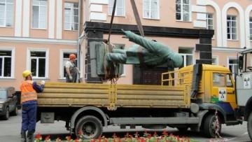 У Невского завода демонтировали памятник Ленину, проспект Обуховской Обороны, 51
