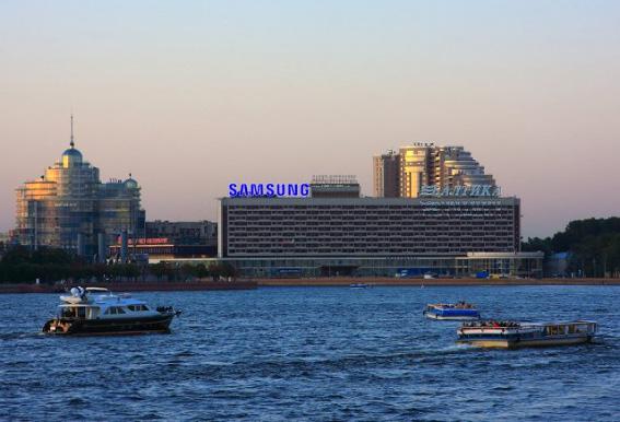 Жилой комплекс «Монблан» за гостиницей «Санкт-Петербург»