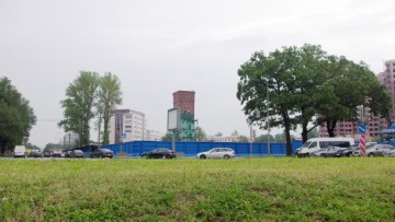Место под краснокирпичный жилой комплекс на углу Свердловской набережной и Пискаревского проспекта